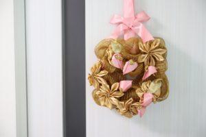 golden-anthurium-wreath